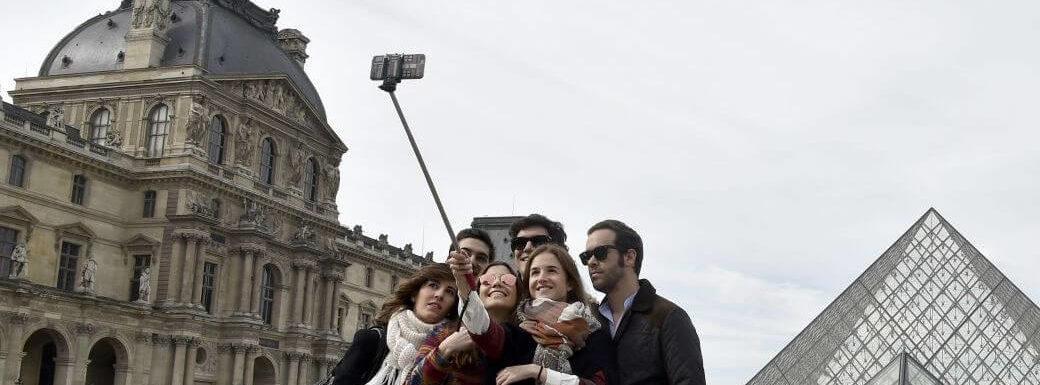 Best Selfie Sticks In India 2019 – Reviews & Buyer's Guide